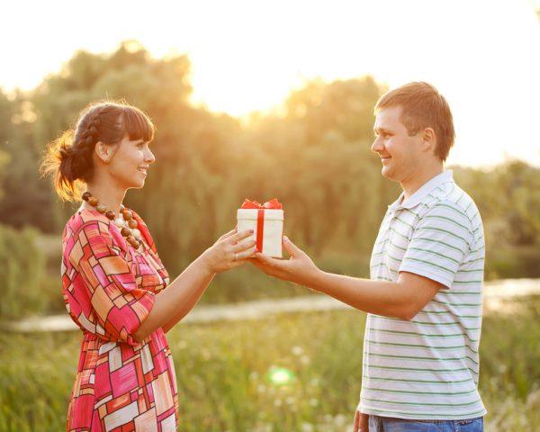 夫婦間贈与で課税されない方法と不動産贈与の配偶者控除のデメリット