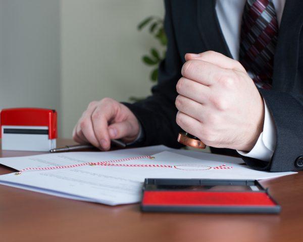 除籍謄本とは。取り方と郵送での取り寄せ方や見本の見方について説明