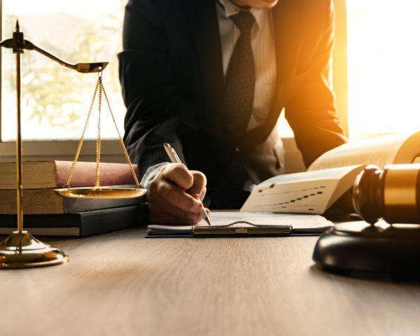 遺産相続に強い弁護士の選び方や費用の相場など相談前に知るべきこと
