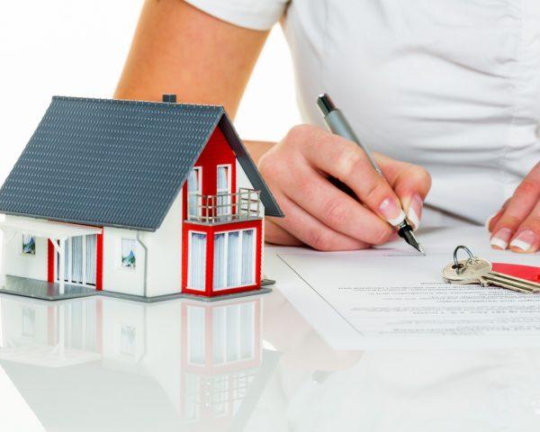 親から子に家の名義変更をすると贈与税がかかる!非課税で贈与するには?