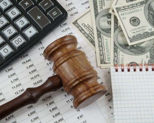遺言書作成費用の相場は?公正証書と自筆証書、弁護士と司法書士