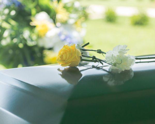 埋葬料とは?いつ振り込まれる?請求方法や支給申請書の書き方は?