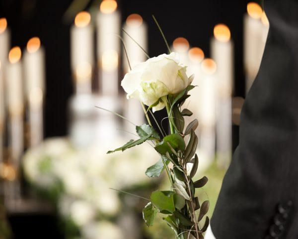 葬祭費とは。国民健康保険や後期高齢者医療の加入者が死亡したら