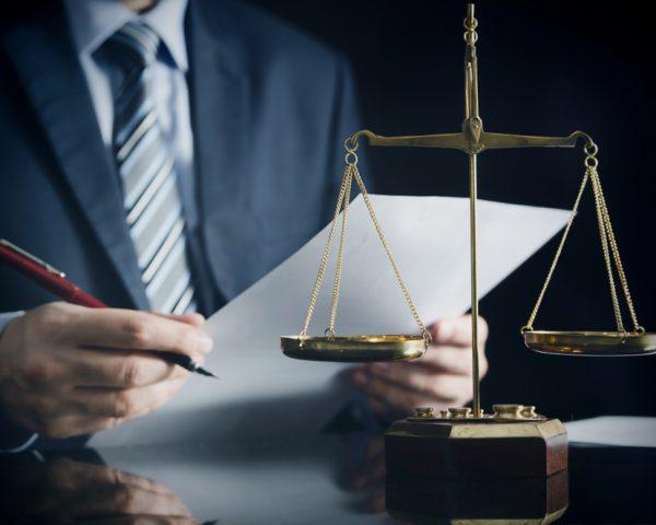 遺産相続の手続き費用。司法書士代行費用の相場と自分でやる場合