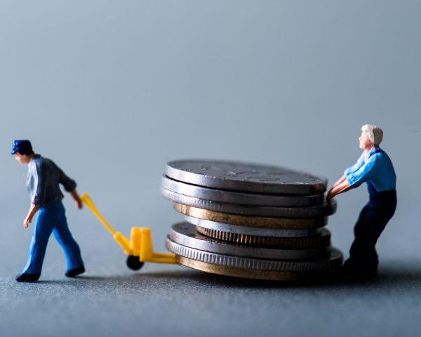 債務者が死亡したら借金はどうなる?相続人と保証人の対応策