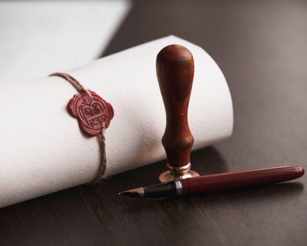 遺言書作成の弁護士費用と選び方、司法書士・行政書士との違い