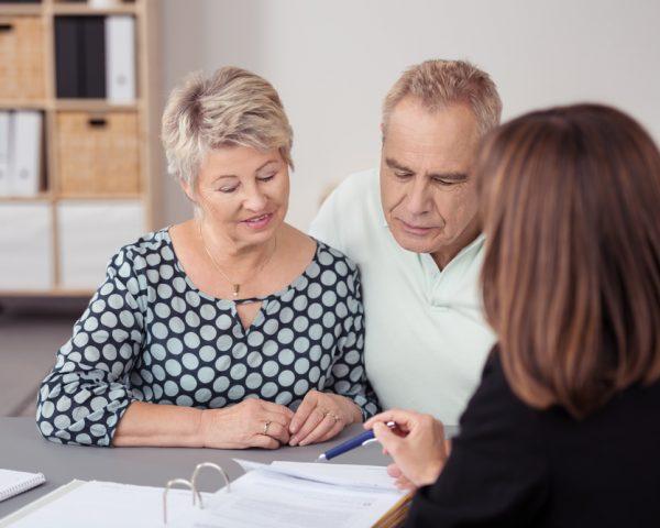 成年後見人の手続きを家族や自分でやる方法と代行費用