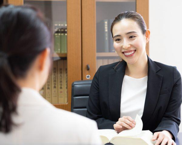 成年後見人を弁護士に依頼すべき場合とは?選び方も説明
