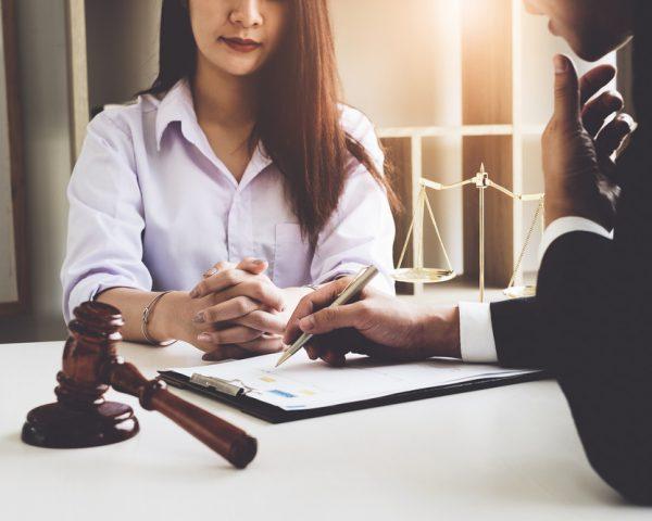 遺産相続の弁護士費用の相場。誰が払う?払えない場合の対処法